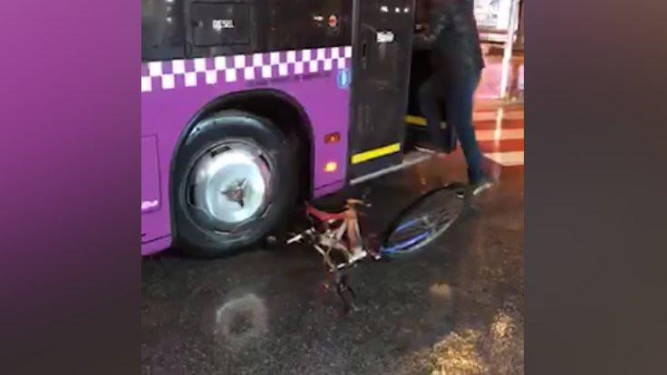 Otobüs şoförü bisiklet ezerek 'intikam' aldı!