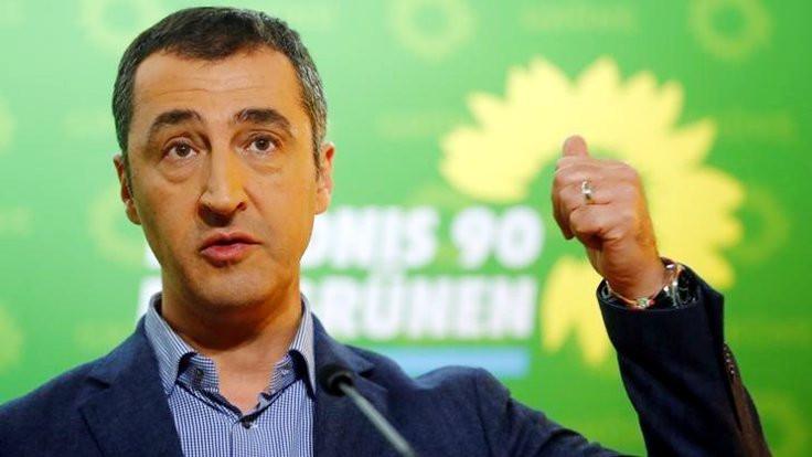 Cem Özdemir: Kürtler satılık değildir