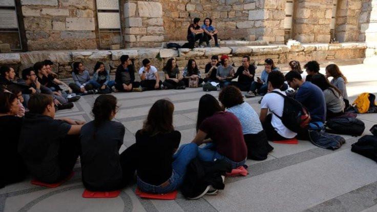 Liseliler Efes'te felsefe tartışması düzenledi