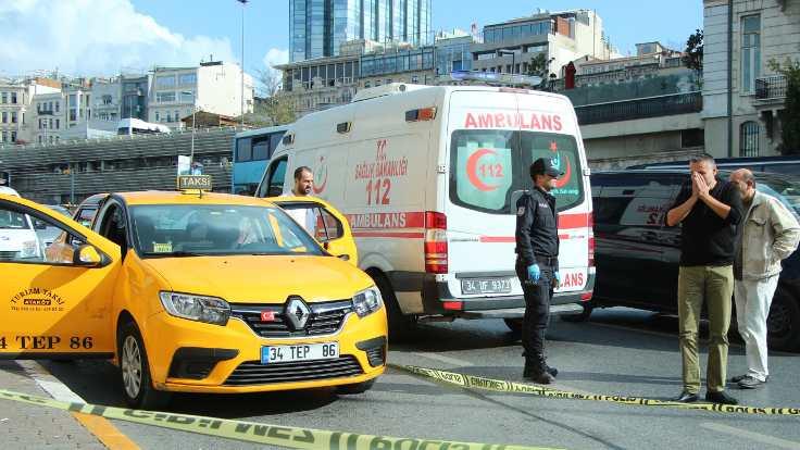 Taksi şoförü araç içinde öldü
