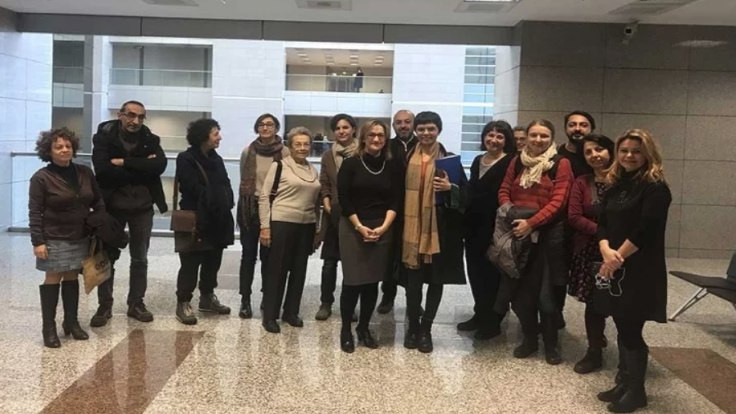 İki akademisyene 15 ay hapis cezası