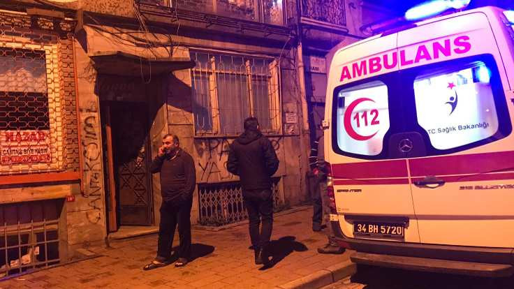 Fatih'te 2 kişi evde ölü bulundu