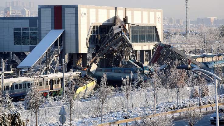 Amir kazada ölen makinistleri suçladı: Treni durdursaymış