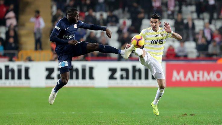 Fenerbahçe ilk yarıyı düşme hattında tamamladı