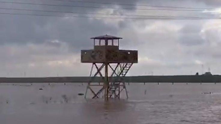 10 asker sel nedeniyle mahsur kaldı