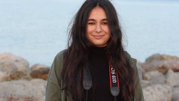 Gazetecilik öğrencisi Bila serbest
