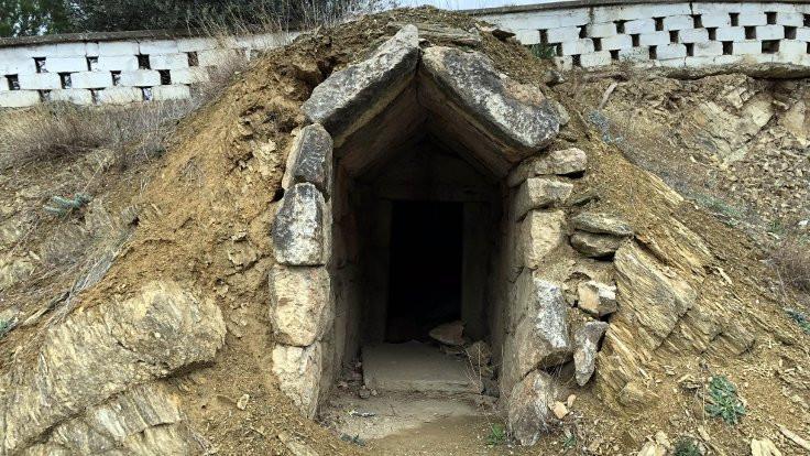 2 bin 500 yıllık mezarlar yağmalanıyor!