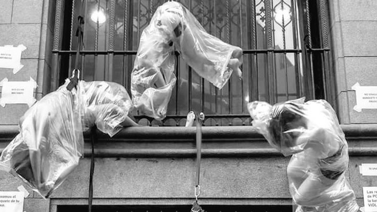 Beraate protesto: Kendilerini astılar