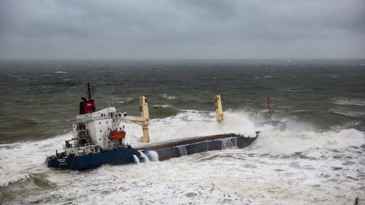 Boğazda gemi trafiği askıya alındı