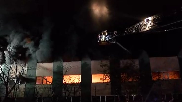 Maltepe'de plastik fabrikasında yangın