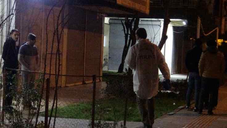 Kapıya bırakılan ceset için iki gözaltı