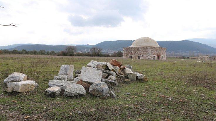 Kanuni'nin mescidine metal doğrama takıldı