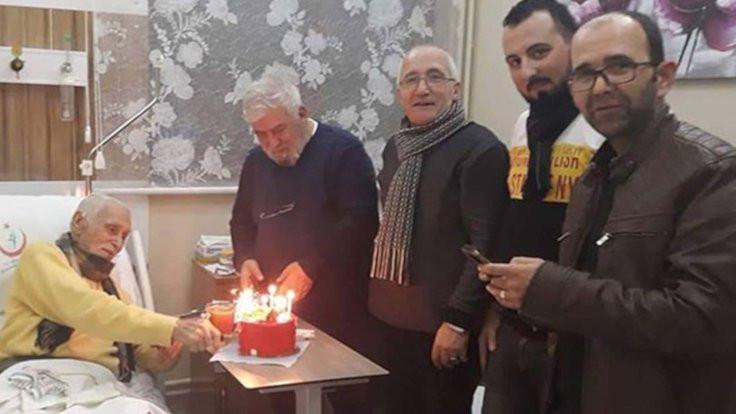 Hastanede doğum günü pastası