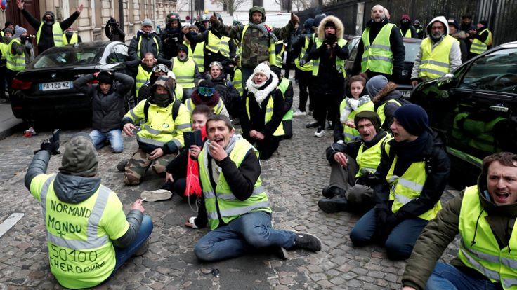 Fransa izinsiz eylemleri yasaklıyor