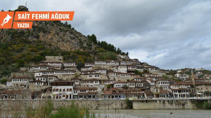 Arnavutluk'ta bir tiran Tiran'da bir korku evi