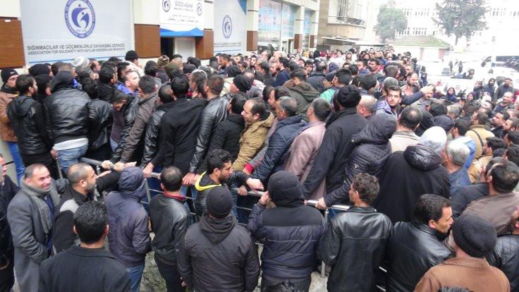 'Suriyeliler Avrupa'ya götürülecek' izdihamı!