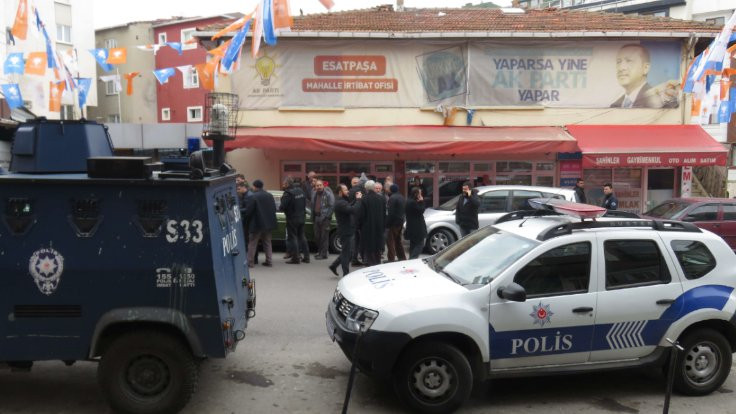 AK Parti seçim bürosu önünde 4 el ateş açıldı