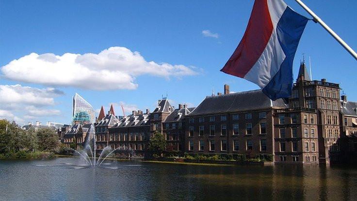 Hollanda'da iki postanede patlama