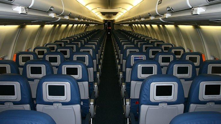 İtiraf: Uçak koltuklarında kamera var!