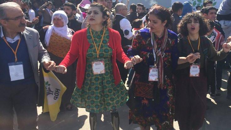 Lisa Çalan'dan Newroz halayı