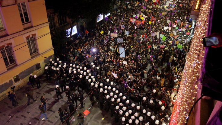 Feministler: Kimse çarpıtmasın, isyanımız 8 Mart'ı engellemek isteyenlere
