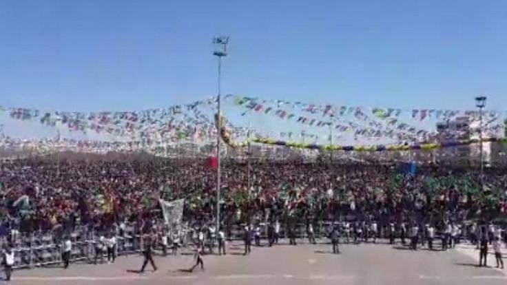 Diyarbakır'da Newroz kutlaması: Hepimiz tek yüreğiz!