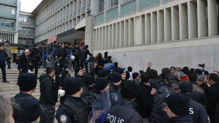 Halkevleri'ne polis engeli