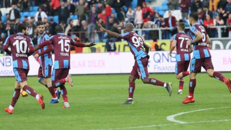 Trabzonspor, Akhisar'ı 2 golle geçti