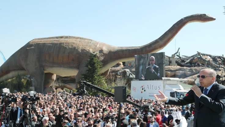 Erdoğan: Siyaset rekabettir ama yalan değildir