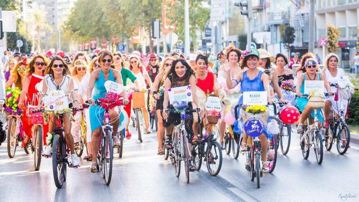 Kadın bisikletçiler erkekleri yakalayınca yarışa ara verildi