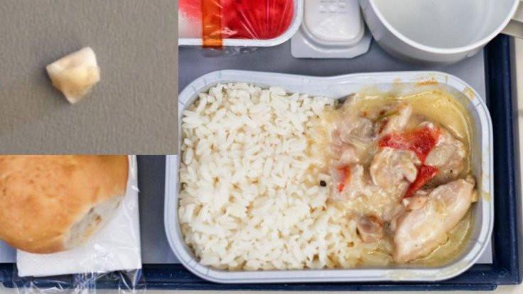 Uçak yemeğinde 'dişe benzer' nesne!