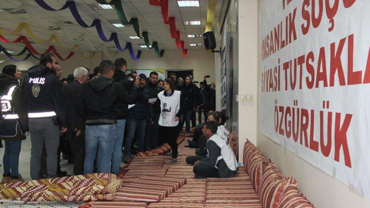 Diyarbakır'da açlık grevi yapanlar gözaltına alındı