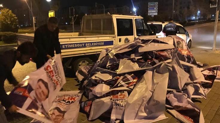 Etimesgut'ta belediye Çelik'in afişlerini söktü