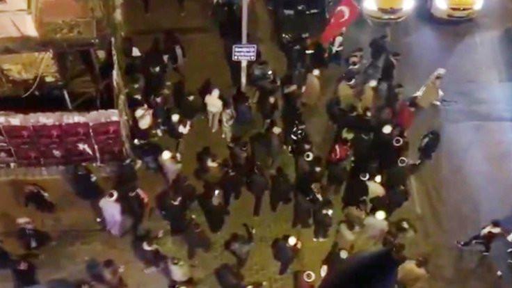 Türkiye yazarı: Ezan protesto edilmemiş özür dilerim