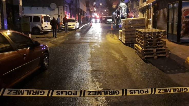 Polis, tartıştığı kişiyi vurdu