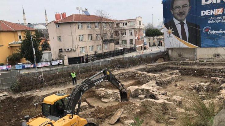 Eyüpsultan'da tarihi hamam yıkıldı