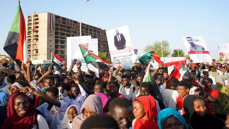 Sudan'da eylemciler orduya talep listesi sundu