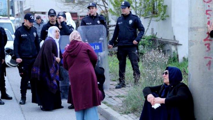Gebze Cezaevi önünde ailelere darp