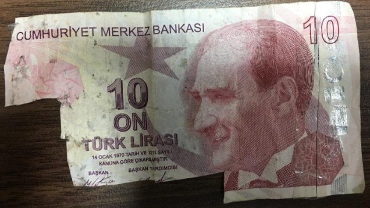 10 liradan 100 lira yapıp ATM'yi dolandırmışlar