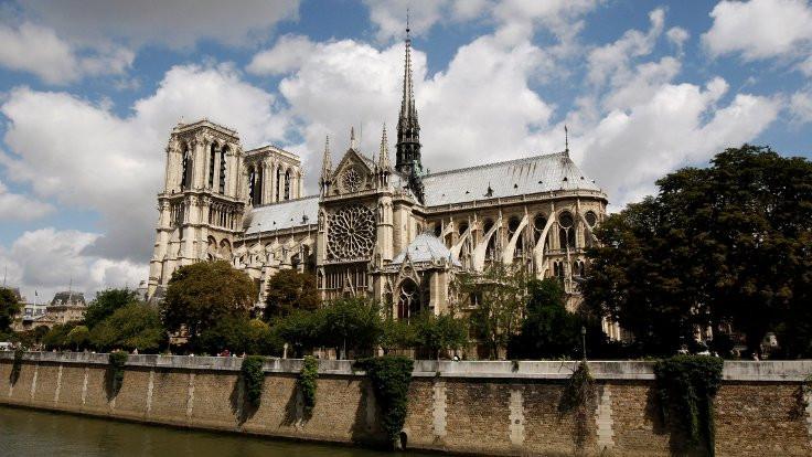 Bir Gotik efsane: Notre Dame - Sayfa 1