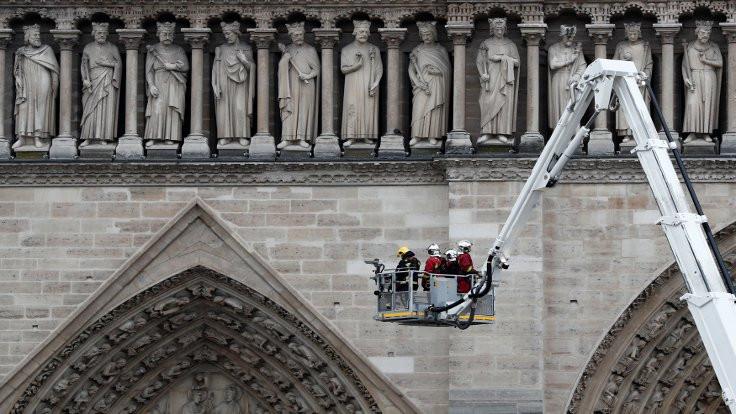 Notre Dame'da hangi eserler kurtarıldı, hangileri yandı?