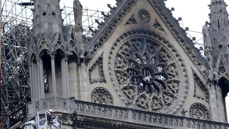 Yangından sonra Notre Dame... - Sayfa 4