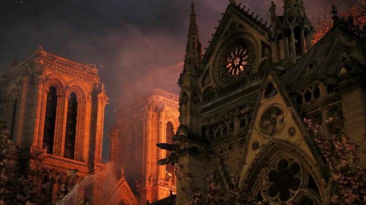 Notre Dame yangını: Katedral ayakta, hasar büyük