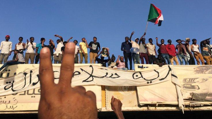 Sudan'da Beşir'in milisleri protestoculara saldırdı