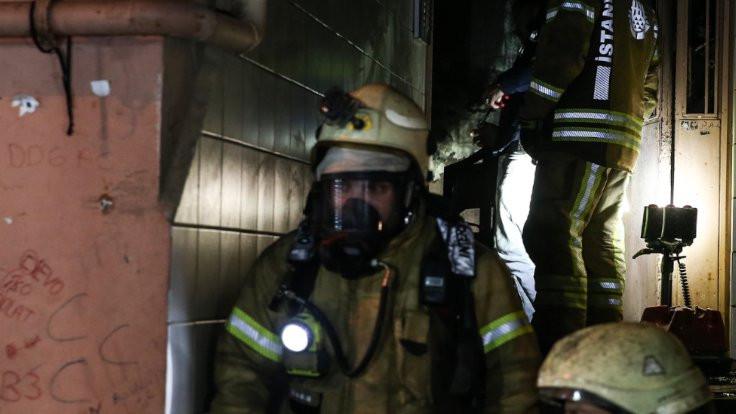 Beyoğlu'nda apartman yangını