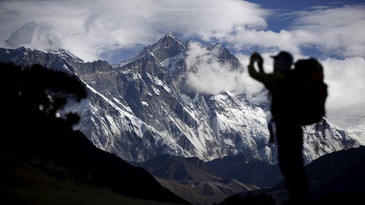 Everest'te 'ölüm trafiği': 11 dağcı öldü