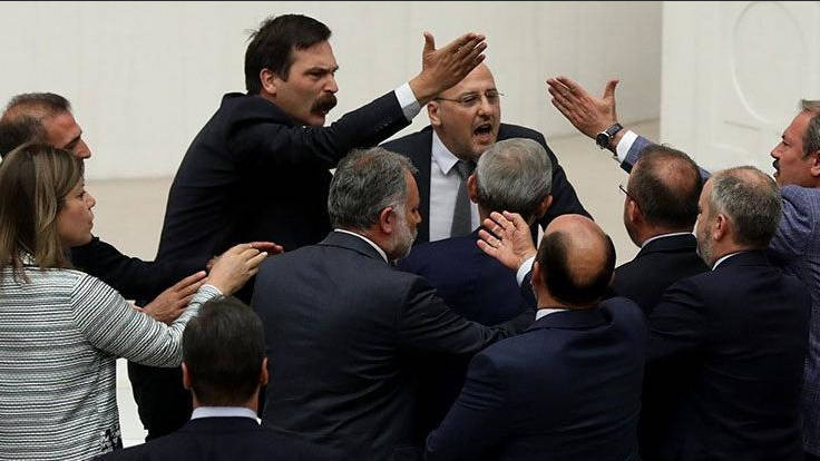 Ahmet Şık'a AK Parti'den icra takibi