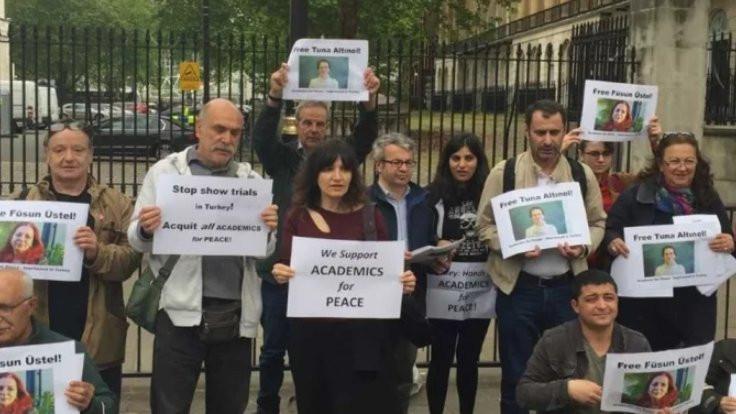 Londra'da tutuklu Barış Akademisyenlerine destek