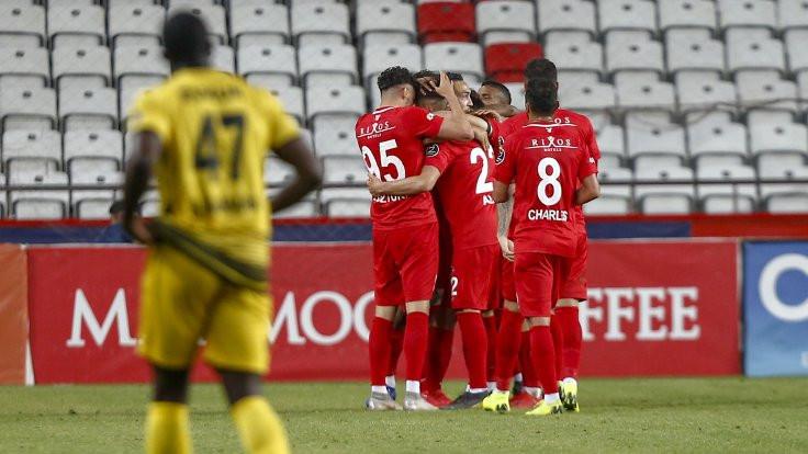 Antalyaspor 3 puanı 3 golle kazandı