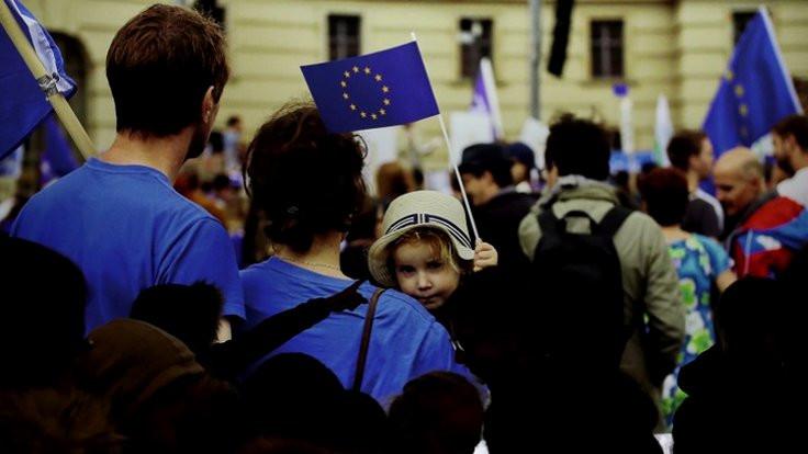 Avrupa, sağcı tehdide karşı birleşmeyi seçti